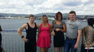 På soldekk mens båten kjørte ut fra Oslo. Det blåste deilig vind.