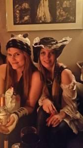 Meg med dalek-lua og sexy -pirat-Jane.