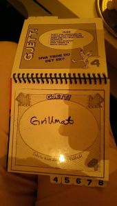 """Elin gjetter at dette er """"grillmat""""."""