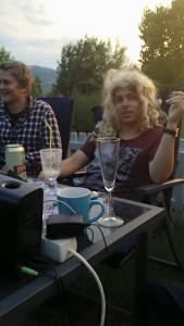 Simen, broren til Sara og Jonas, med blonde krøller.